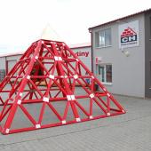 Reklamní pyramida z vazníků